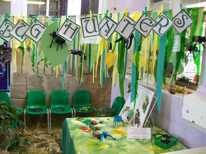 Set up a Bug Hunters corner in your classroom!
