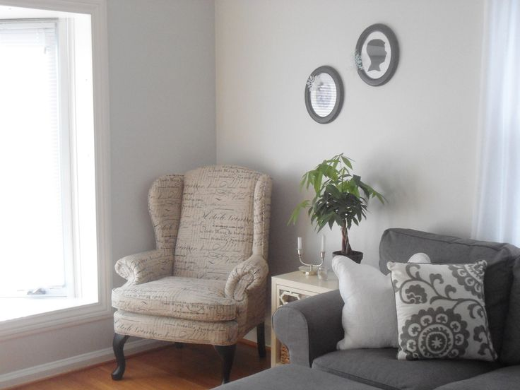 neutral living room paint color benjamin moore gray owl oc 52 at 50 50 percent half tint. Black Bedroom Furniture Sets. Home Design Ideas