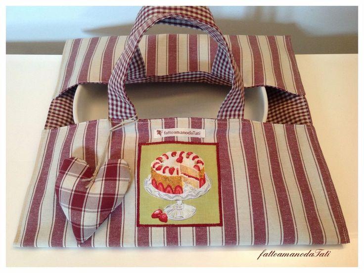 Porta torta in cotone a righe e quadretti bordò con appliquè torta, by fattoamanodaTati, 20,00€ su misshobby.com