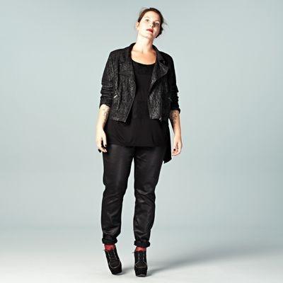 Met dit jasje uit de grote maten collectie kun je alle kanten op, stralend naar je werk of een avondje uit. #LOOKVANDEDAG