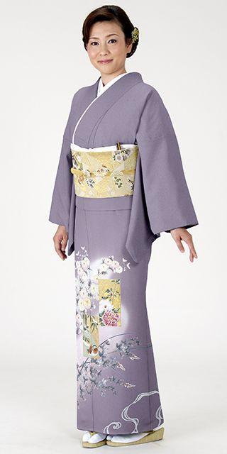 菊と藤の大胆な模様が美しい色留袖。結婚式にぴったりの色振袖まとめ。ウェディング・ブライダルの参考に