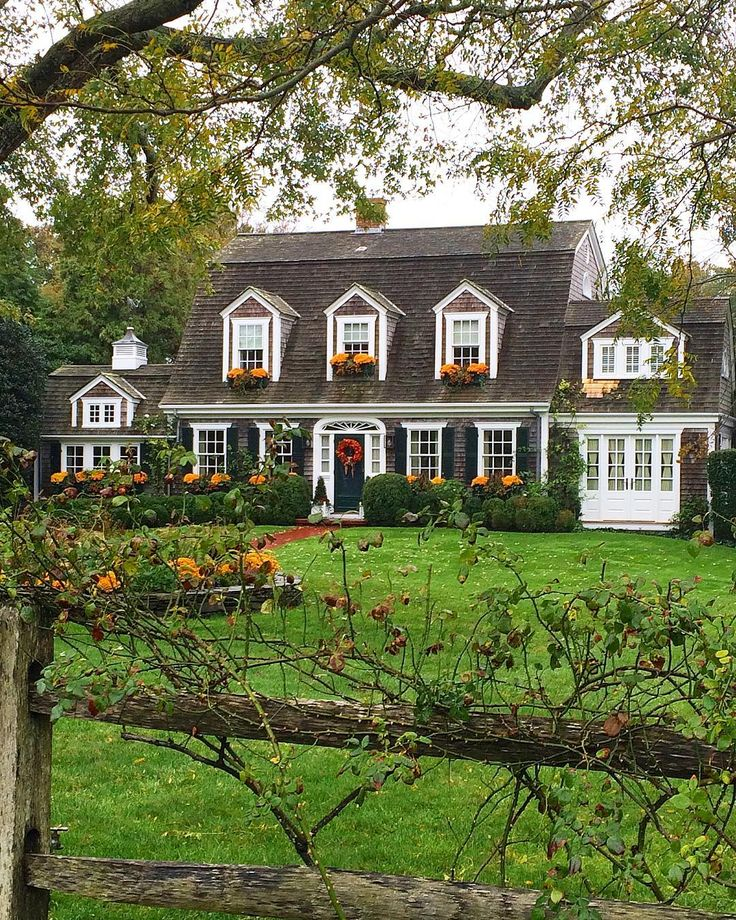 Beautiful decorated home on Martha's Vineyard ~ ready to welcome Fall