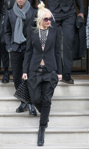 Gwen Stefani's outfit is so cute and she sure knows how to pull off MC Hammer pants