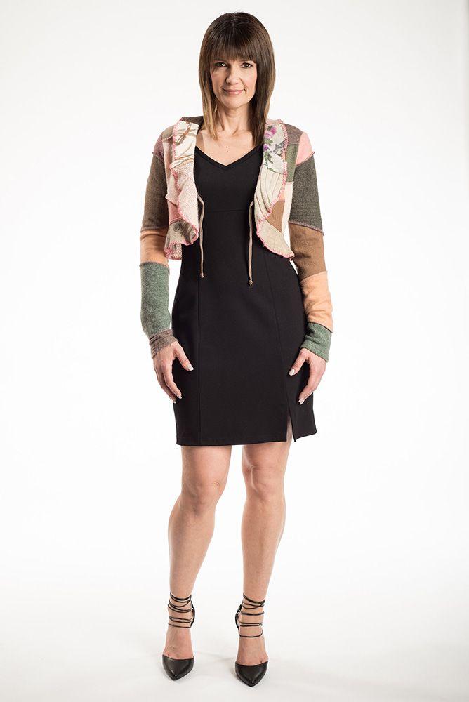 La veste Prusse est le par-dessus parfait pour la saison hivernale.  Vous pouvez la porter avec le cordon attaché ou non attaché. Chaque pièce est unique.