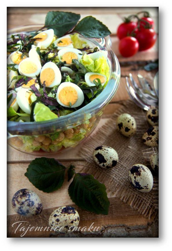 Pachnąca pachnotka – sałatka z pachnotką, ciecierzycą, pomidorkami i jajami przepiórczymi – Tajemnice smaku