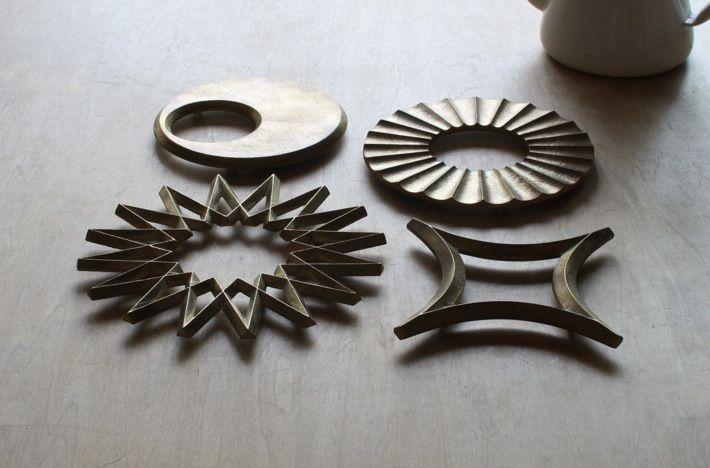 Futagami brass dishmat: Galaxies, Stars, Futagami Brass, Kitchens Products, Oji Masanori, Masanori Oji, Design, Hot Pots, Brass Trivet