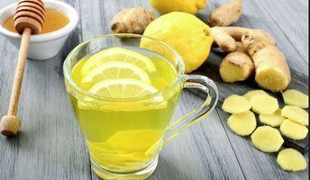 Bea ceai de ghimbir si a doua zi raceala isi face bagajul sa plece Ghimbirul (Zingiber officinale) este recunoscut din timpuri stravechi, fiind originar din India si adus in Europa in perioada cruciadelor. Este o planta