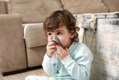 The Difference Between Asthma & Pneumonia Symptoms in Children