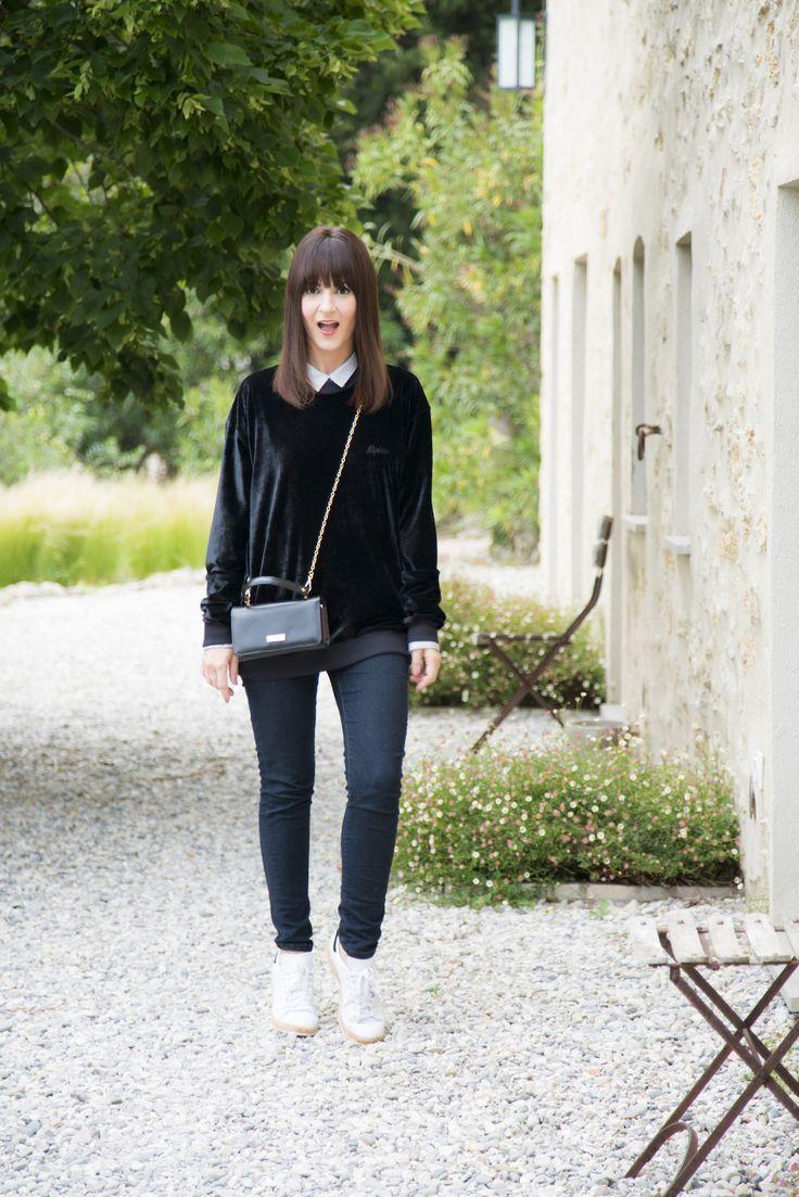 Look comfy para jantar em Valbonne - Danielle Noce. Calça preta, moletom de veludo e tênis branco