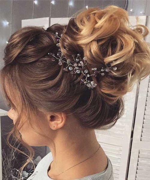 #Neue Frisuren 2018 Easy Prom Frisuren für das Jahr 2018.  #trendhaarmodelle #Hair #KurzesHaar#Easy #Prom #Frisuren #für #das #Jahr #2018. On #upstyle #hairstyle #bridesmaids #bridesmaid #lowbun