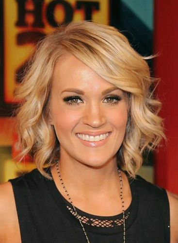 Carrie Underwood Wavy Short Blonde Bob With Side Swept Bangs Holiday