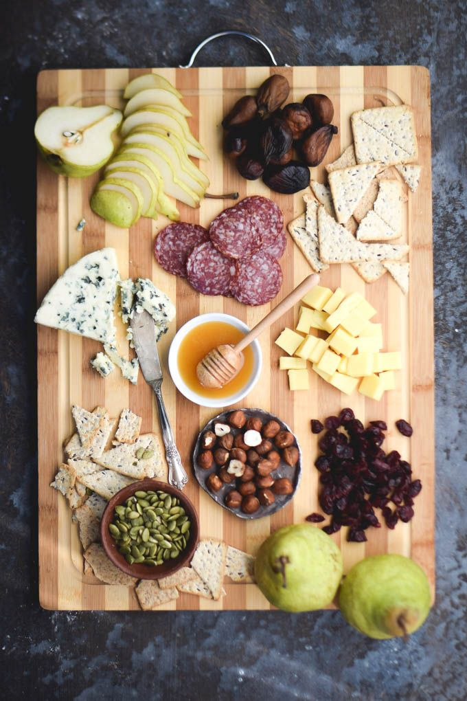 Building a Perfect Holiday Appetizer: Winter Cheese Board Inspiration #CheeseChallenge @CastelloUSA