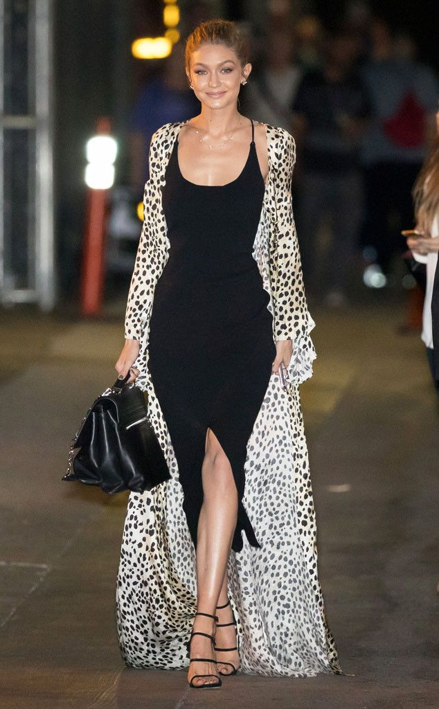 The top model looks simply stunning while making her way into Jimmy Kimmel Live! in Los Angeles.