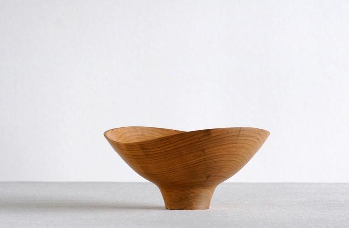 Wood bowl by Shoji Morinaga #product_design #kitchenware #woodDecor Bowls, Dads Biz, Products Design Kitchenware, Kitchenware Wood, Decor Amor, Food Design, Tableware Accessories, Morinaga Products Design, Shoji Morinaga