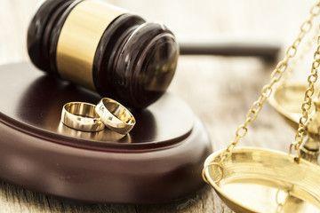 Avocat Divorce, Avocat sur Périgueux Maître MOUILLAC intervient en droit de la famille : procédure de divorce, garde enfants, pension, filiation...