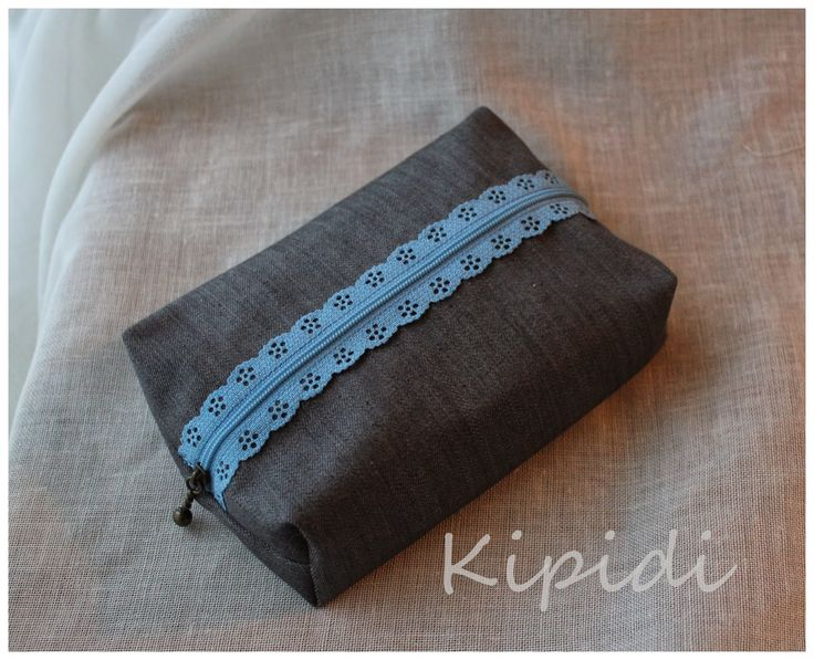 Pouch with lace zip/ Pussukka pitsivetoketjulla  Tutorial: http://eternalmaker.blogspot.fi/2012/04/exposed-lace-zips-how-i-love-you-so.html