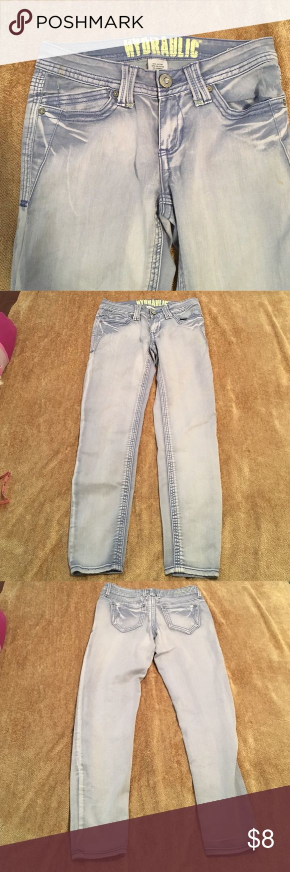 Skinny jeans Hydraulic brand light wash skinny jeans inseam is 26 inches bailey style size 9/10 66% cotton 32% polyester 2% spandex Hydraulic Jeans Skinny
