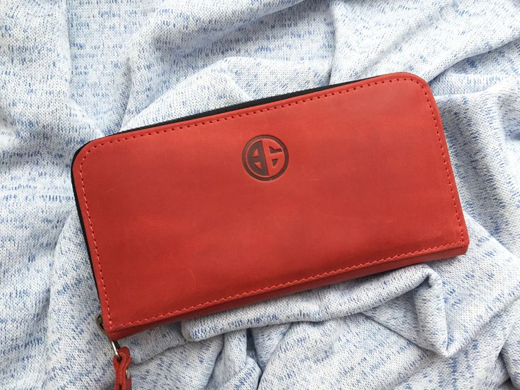 Stylish purse 👛, lady with red 🍓 #purse #red #bego