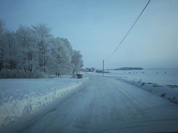 Carretera uniforme... aunque congelada! pero se conduce tranquilamente sobre ella.