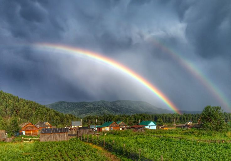 Радуга над горой Кивер. Республика Алтай.