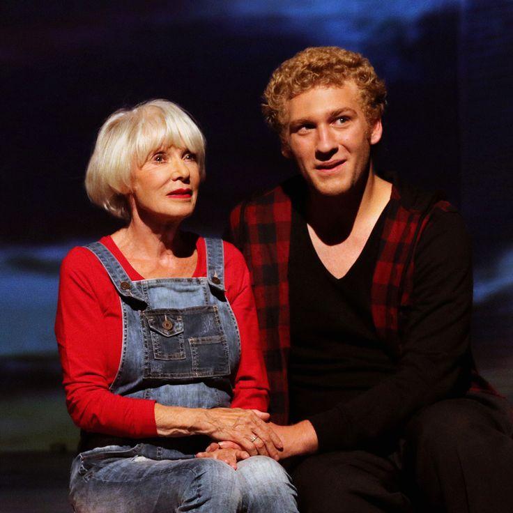 Am 26. November kommt Johannes Hallervorden als Harold mit seiner wundervollen Maude (Anita Kupsch) auch ans Schlosspark Theater Berlin. Diese Produktion lief in diesem Herbst zunächst mit großem Erfolg an den Schauspielbühnen in Stuttgart und begründet den Beginn der Theaterarbeit von Johannes.