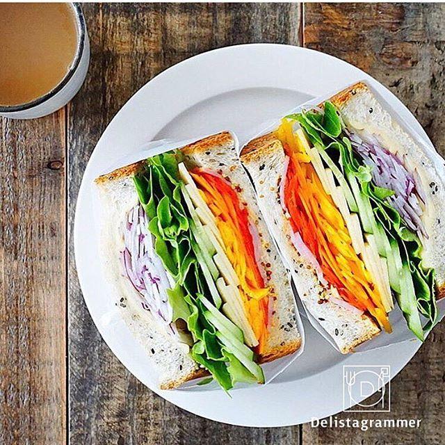 ouchigohan.jp 2017/02/27 01:51:53 delicious photo by @miegopan 最近は天気がいいけどまだちょっぴり肌寒い… そんな時は#お家ピクニック なんていかがでしょう お家にいながら、お弁当やサンドイッチなどを食べてピクニック気分を味わうのも、なかなかいいかもしれないですよ! 子供も喜びそうですよね そしてお家ピクニックに是非作って欲しいのが おうちごはんで人気の#わんぱくサンド ✨ @miegopan さんのように食材の色を分けてレインボーに重ねると綺麗に見えそうですね! 作り方はおうちごはんでもご紹介しておりますので、おうちごはんサイトからチェックしてみてくださいね!✍️✅ https://ouchi-gohan.jp/84/ -------------------------- ◆インスタグラムの食トレンドを発信する、食卓アレンジメディア「おうちごはん」も更新中 プロフィール欄のリンクから見れますよ https://ouchi-gohan.jp…