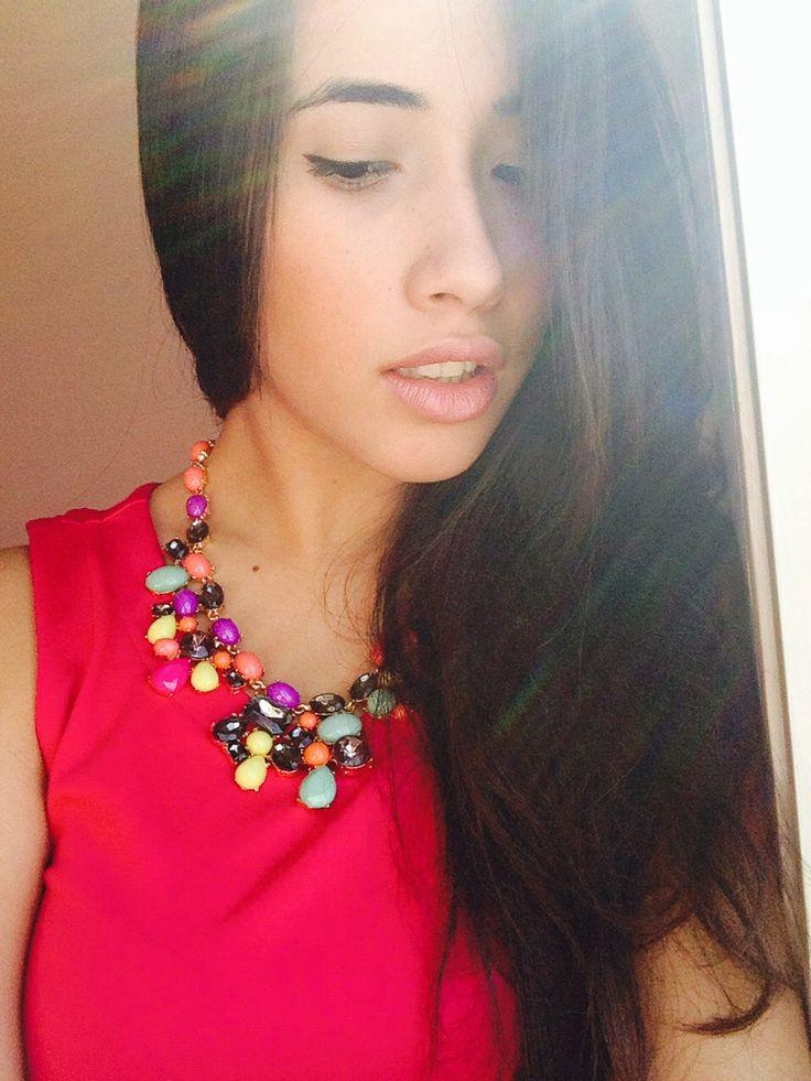 Cuando de un gran collar se trata, me gusta darle el protagonismo que merece llevando un sutil maquillaje.