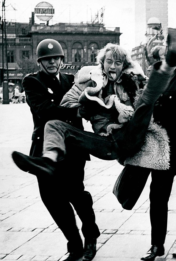 Anholdelse under Verdensbank-demonstrationerne.
