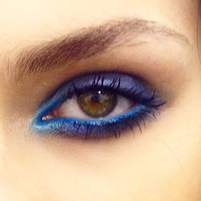 This Ellie Saab peacock eye look is perfection