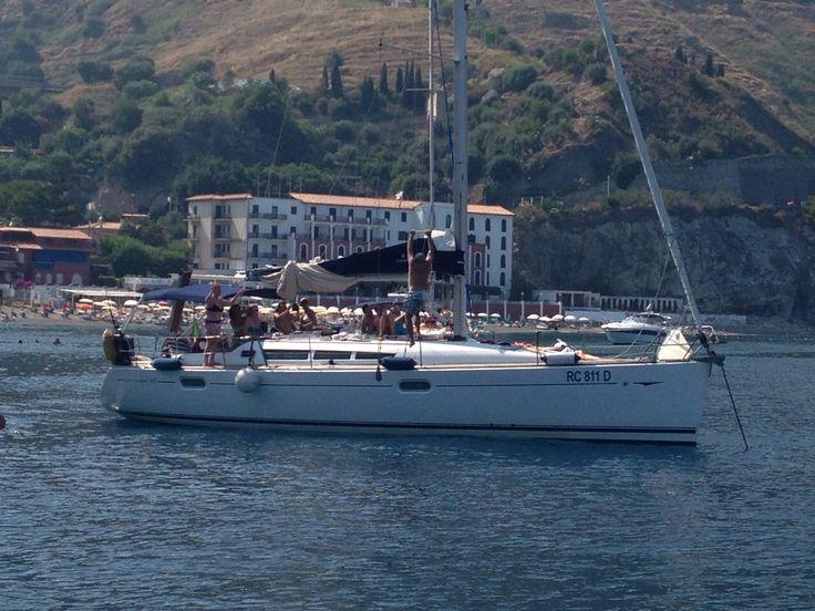 Sailing SUN ODYSSEY 42I For wind lovers slow #Cruise in #Taormina #Syracuse #AeolianIslands #Sicily