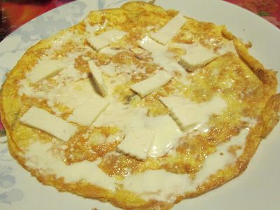 omelette, oeufs, crème fraiche, fromage, emmental, persil, sel,