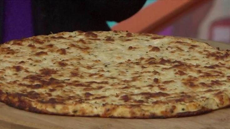 Wir haben den einfachsten Weg gefunden, eine kohlenhydratarme Pizzakruste mit Blumenkohl zuzubereiten   – Pizza, Pizza