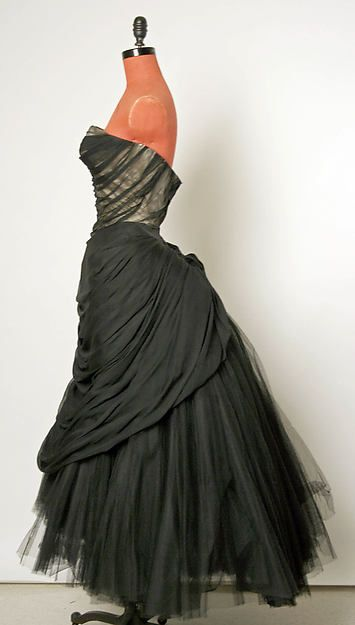 Ball gown by Charles James  (American, born Great Britain, 1906–1978) Date: fall/winter 1951–52