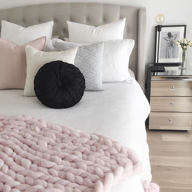 I'm convinced I have an obsession with cushions  I reckon I could open up my own cushion shop  #cushion #obession #bed #bedroom #home #style #styling #decoration #decor #interiordesign #quilt #pillows #cushion #cosy #bedtime #interior #instagram #bedshed #adairs #pink #interior123 #interior4all #homestyling #bedroominterior #interior_and_living #masterbedroom #simonsayshome