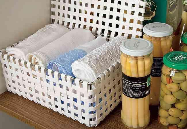 organizar-toalhas-cozinha-cesta