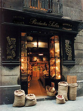 Casa Gispert. 1851. Barcelona.  Unica en Europa por conservar y mantener en funcionamiento un horno de leña para tostar fruta seca