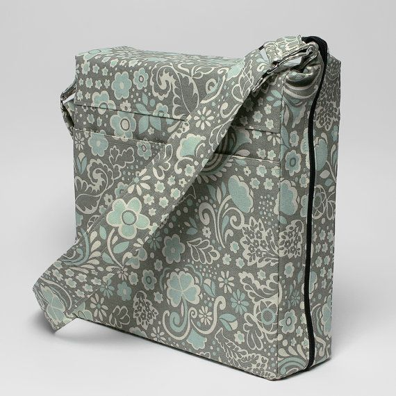 Binder Cover bag with pockets inside! so cool! and love the fabric. Wish I had this when I was in school