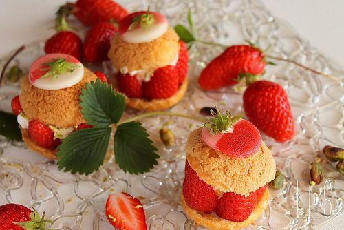 Choux à la fraise gariguette, crème fouettée et pistache {Battle Food #7}   Emilie and Lea's Secrets