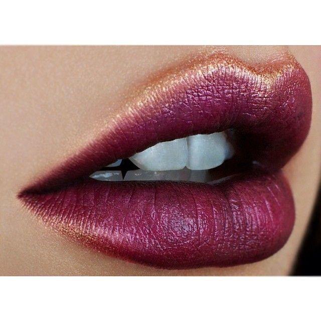 Toque de dourado nos lábios