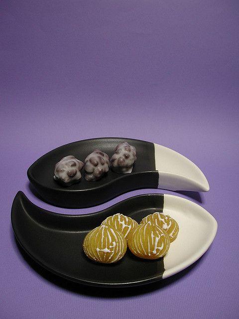 日本人のおやつ♫(^ω^) Japanese sweets 伝統の和菓子 Wagashi これはもう抹茶無いと駄目なやつですわ。様式美が美しいですネ…(´ω ` )