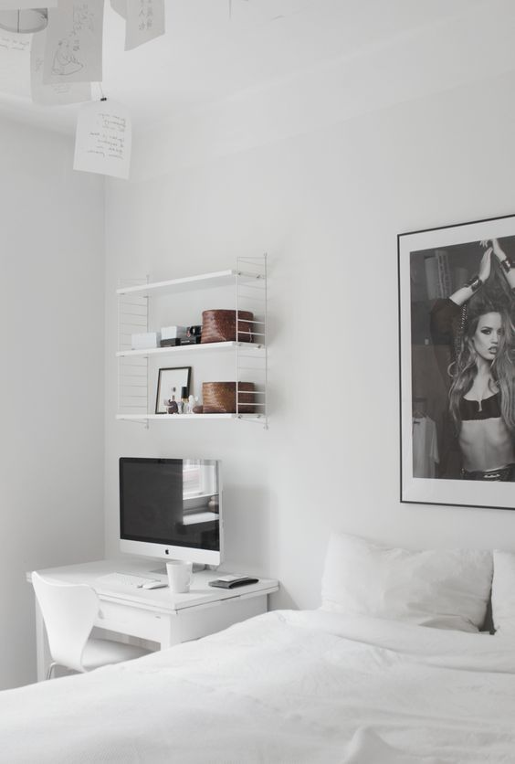 Bedroom with workspace. String Pocket, Zettel'z Ingo Maurer, Sjuan Arne Jacobsen, iMac.: