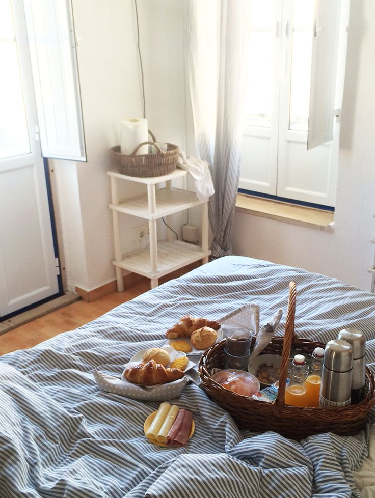 breakfast in bed the yummy board pinterest travel breakfast and breakfast in bed. Black Bedroom Furniture Sets. Home Design Ideas