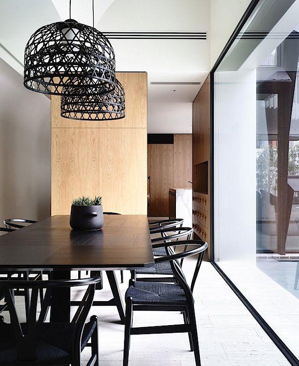 Design Interior dengan Nuansa Gelap yang Menawan 02.jpg