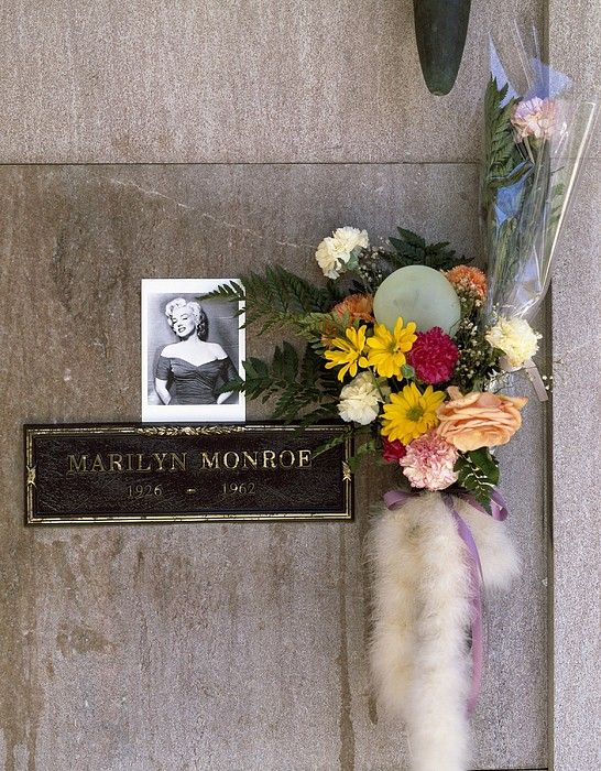 Marilyn Monroes Burial Vault Photograph by Everett