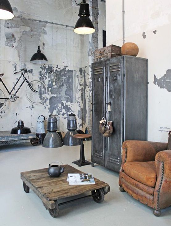 Get to know the industrial interior style and inspiration to decorate your home in a new way. Read about the 3 essentials in all industrial homes.