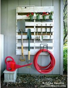 Another great way to up-cycle a pallet! be great on the back of the shed