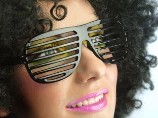 Okulary żaluzje w kolorze czarnym. Idealne jako dodatek do stroju na wszelkie imprezy.