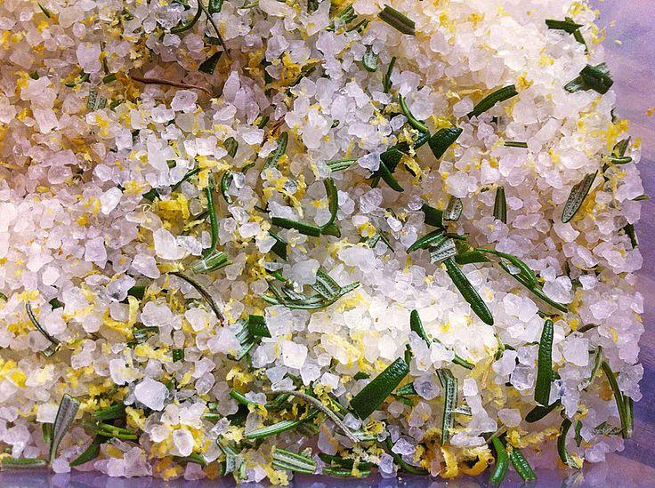 Zitronen - Rosmarin - Salz, ein tolles Rezept aus der Kategorie Grundrezepte. Bewertungen: 37. Durchschnitt: Ø 4,4.
