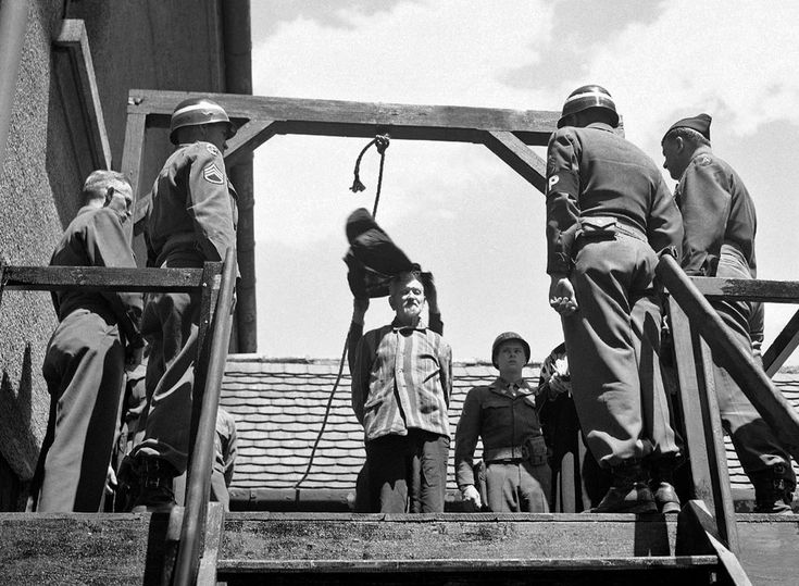 US military authorities prepare to hang Dr Klaus Karl Schilling at Landsberg, Germany, on May 28, 1946. In a Dachau war crimes trial he was convicted of using 1,200 concentration camp prisoners for malaria experimentation. [991x727] - Imgur