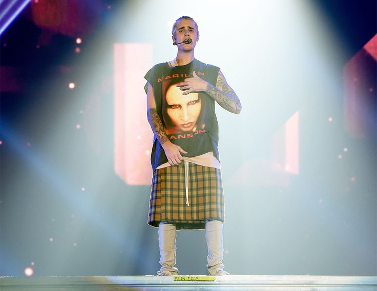 Marilyn Manson Repays Justin Bieber for Manson Tour T-Shirt With His Own Tee Tribute      Luis Polanco   Luis Polanco              On his Purpose tour, Justi...